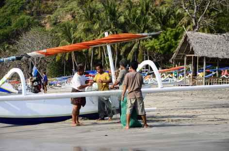 Sur plage de Pasir Putih, Bali - Indonésie -