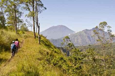 Randonnée le long de la crête nord de la caldeira du Batur, Bali - Indonésie -