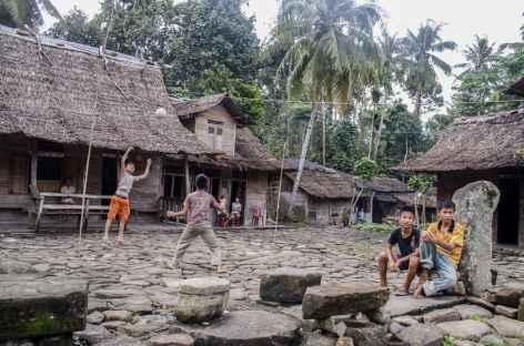 Village traditionnel de Boronadu, île de Nias, Sumatra - Indonésie -
