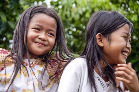 Jeunes filles niassiennes, Sumatra - Indonésie -