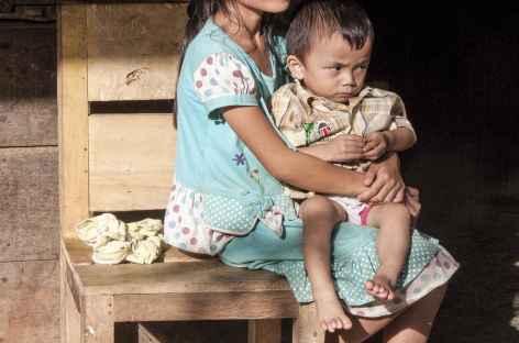 Dans le village isolé de Gomo, île de Nias, Sumatra - Indonésie -