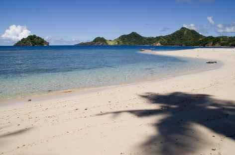 Plage de rêve vers Pulisan et l'île de Bangka, Sulawesi - Indonésie -
