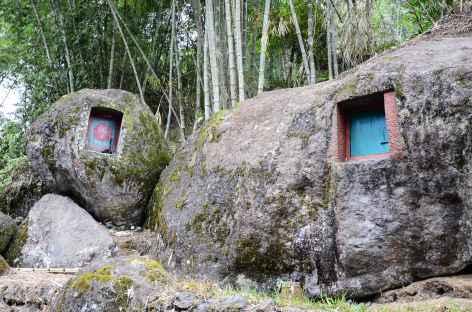 Tombeau funéraire entre Batutumonga et Loko'mata, Pays Toraja, Sulawesi - Indonésie -