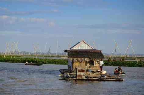 Maisons flottantes sur le lac Tempe, Sulawesi - Indonésie -