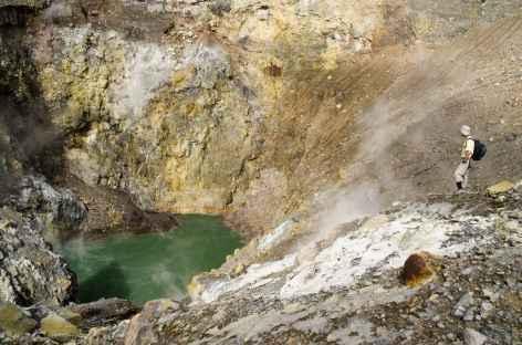 Cratère actif du volcan Lokon (1580 m), Sulawesi - Indonésie -