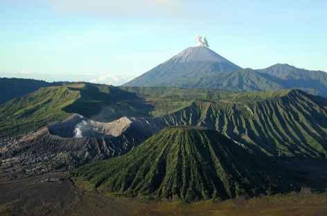 Vue sur la caldeira du Bromo-Semeru, Java - Indonésie -
