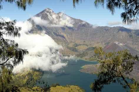 Magnifique caldeira du volcan Rinjani, Lombok - Indonésie -