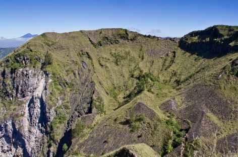 Cratère sommital du volcan Batur, Bali - Indonésie -
