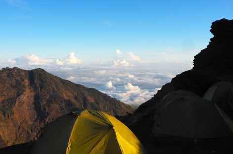 Camp Pelawangan II, volcan Rinjani, Lombok - Indonésie -