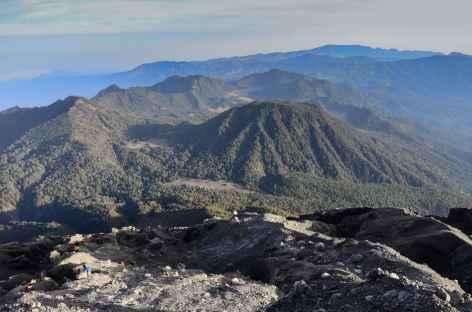 Descente du Semeru, en contrebas la caldeira du Bromo, Java - Indonésie -