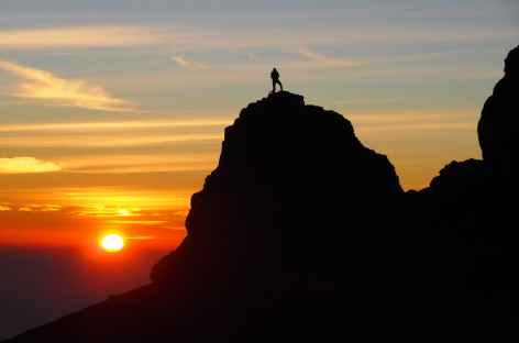 Lever de soleil depuis le sommet du Mont Agung, Bali - Indonésie -