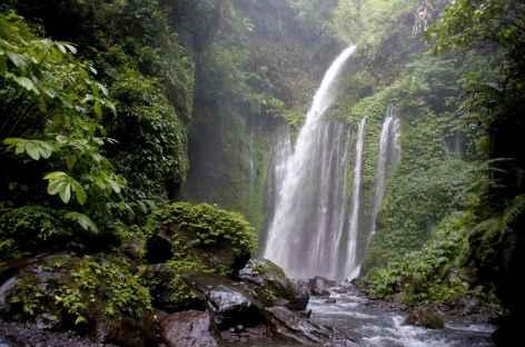 Chutes d'eau de Sindang Gila vers Senaru, Lombok - Indonésie -