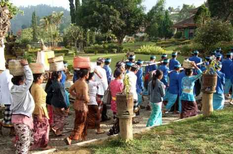 Processions religieuses à Bali -