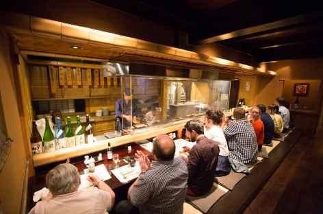 Dîner dans un restaurant traditionnel du Japon -