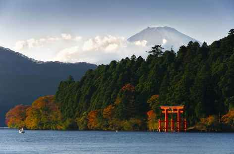 Lac Ashi, au loin le Mt Fuji (3776 m) - Japon -