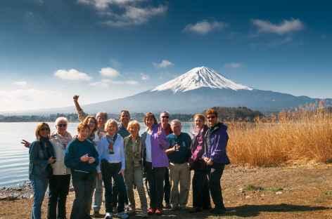Lac Kawaguchiko et le Fuji-san en arrière-plan, Japon -