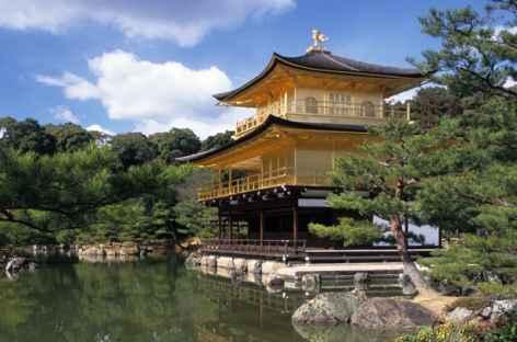 Pavillon d'or (ou temple de Kinkakuji) à Kyoto, Japon -