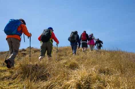 Rando menant au cratère de Nakadake, volcan Aso - Japon -