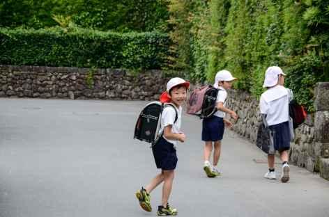 Jeunes Japonais au retour de l'école - Japon -