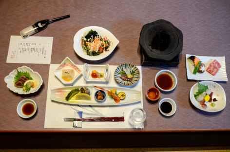 Repas traditionnel japonais dans un ryokan - Japon -