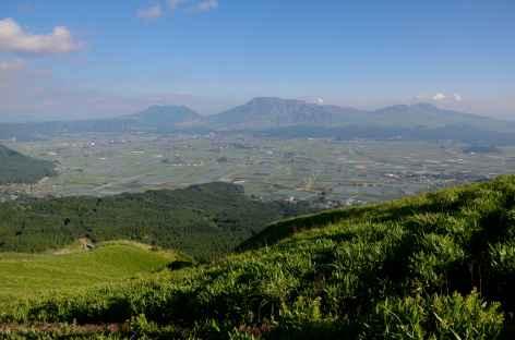 Immense caldeira du volcan Aso - Japon -