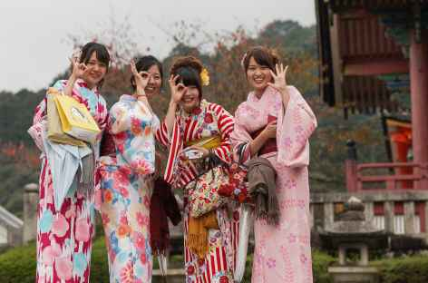 Jeunes femmes en kimono, Kyoto - Japon -