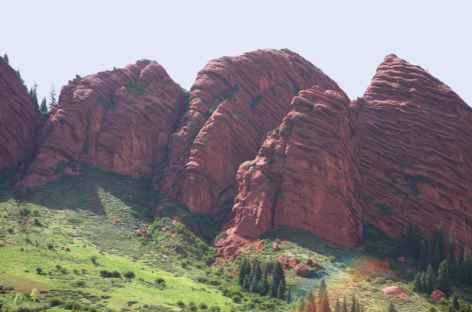 Les impressionnants rochers rouges de jety Ogouz - Kirghizie  -