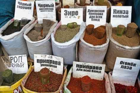 Stand d'épices sur le marché d'Osh à Bishkek - Kirghizie -