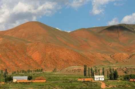 Terre rouge à Kyzyl Oï - Kirghizie -
