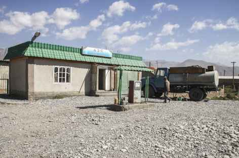 Station essence, vallée de Sary Tash - Kirghizie -