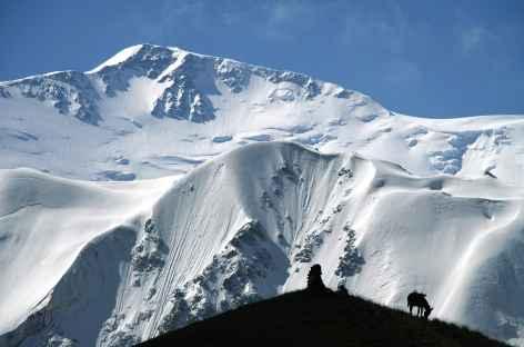 Face au Pic Lénine (7134 m) - Kirghizie -