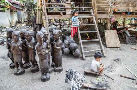 Rencontre avec une famille de sculpteur - Laos -