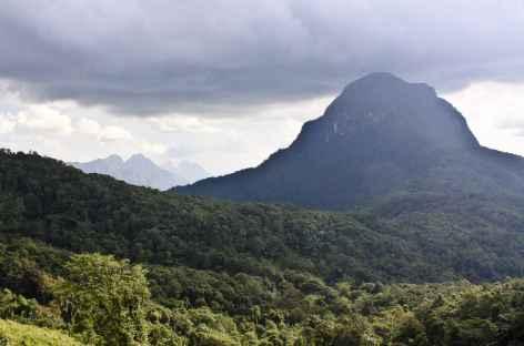Des montagnes escarpées en pays Hmong - Laos -