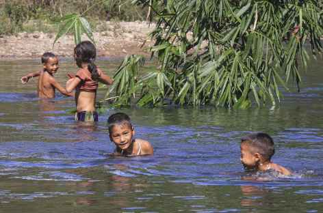 Baignade en pays Akha - Laos -