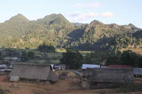 Le soleil se couche au village de Ban Vieng - Laos -