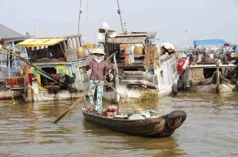 Marché flottant dans le delta du Mékong - Vietnam -