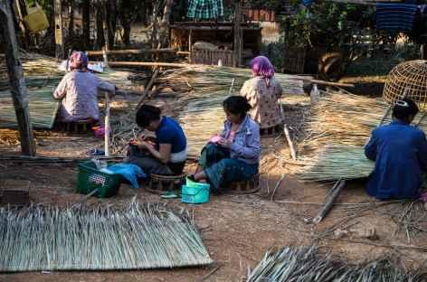 Préparation de la toiture - Laos -