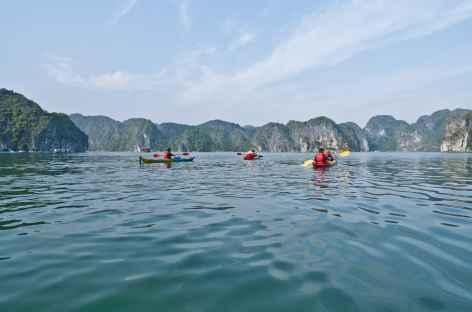 Kayak dans la baie d'Halong - Vietnam -
