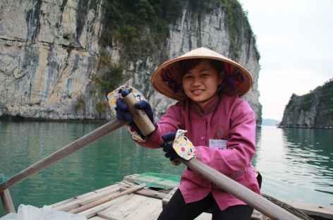 Tour en barque dans la Baie d'Halong - Vietnam -