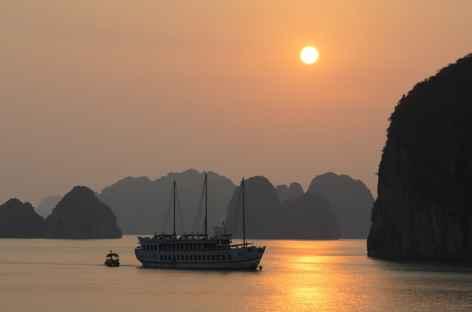 Coucher de soleil sur la baie d'Halong - Vietnam -