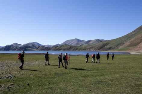 Marche près du lac Khukh - Mongolie -