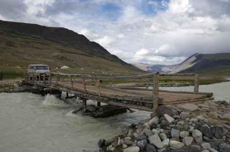 Passage d'une rivière - Mongolie -