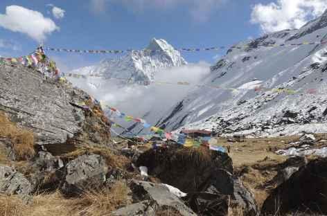 Drapeaux à prières et Stupa naturel - Népal -