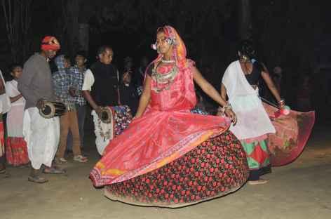 Danses et costumes Tharu,  Népal -