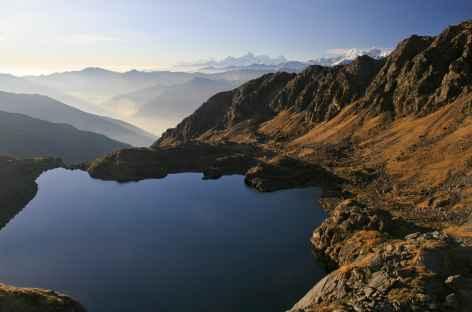 Lumière matinale sur les lacs sacrés de Gosainkund (Népal) -