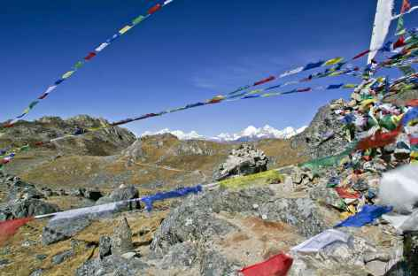 Arrivée au col de Laurebina, au fond la chaîne du Ganesh Himal - Népal -