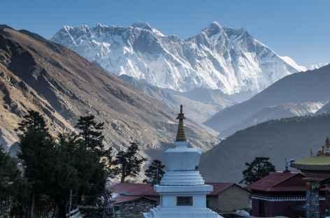 Vue sur les sommets dominant Kongde - Népal -
