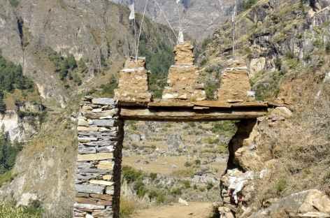 Porte d'entrée du village de Bhi - Népal -