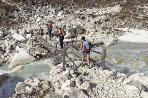Traversée sous le glacier - Népal -