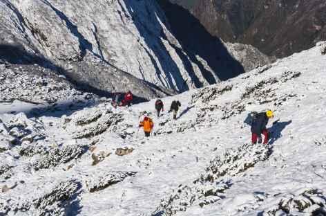 En montant au belvédère du Jannu  Kangchenjunga Népal -